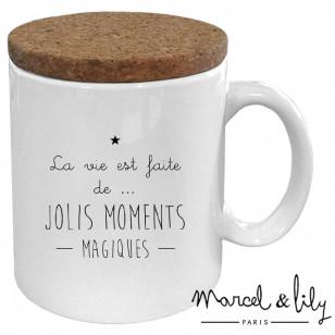"""Mug avec son couvercle en liège """"La vie est faite de jolis moments magiques"""""""""""