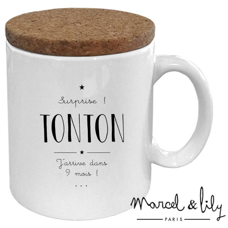 """Mug avec son couvercle en liège """" Surprise Tonton"""""""