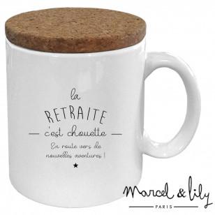 """Mug avec son couvercle en liège """"La retraite c'est chouette"""""""